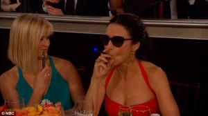 julia-louis-golden-globe-ecig